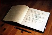 """""""Buch des Gedenkens"""" in der St. Annen-Kirche"""